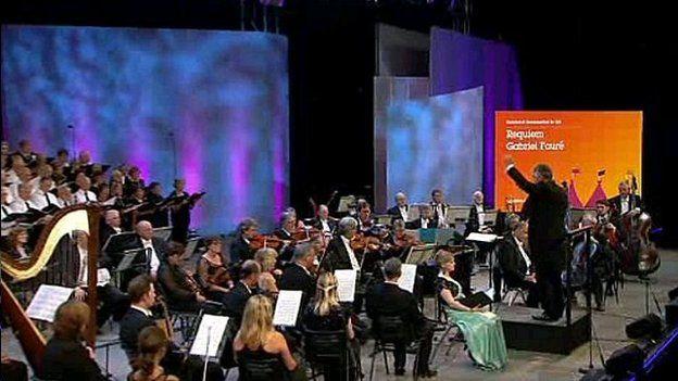 Perfformiad o'r Requiem gan Fauré yn Eisteddfod Sir Gâr y llynedd