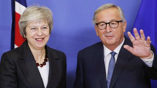 Theresa May və Avropa Komissiyasının prezidenti Jean-Claude Juncker - Brüssel, 21 noyabr 2018