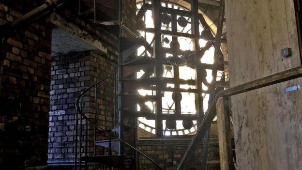 Resultado de imagen de El secreto del emblemático reloj de Edimburgo que casi siempre da la hora equivocada