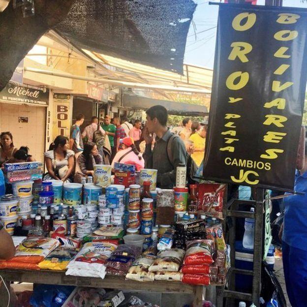 La proliferación del comercio informal es una evidencia de los problemas que enfrenta la economía local.
