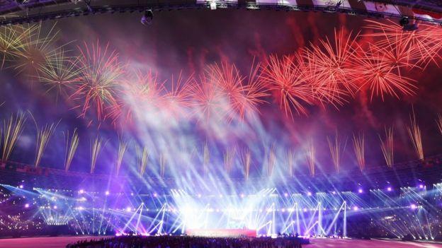 Kembang api mewarnai penutupan Asian Games ke-18 di Gelora Bung Karno, Jakarta.