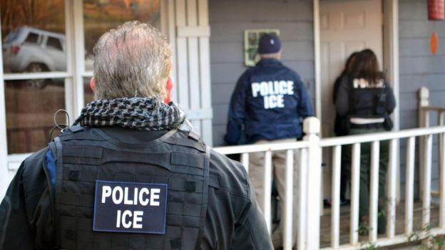 Funcionarios del ICE.