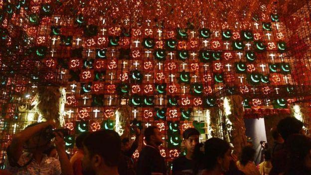 दुर्गा पूजा पंडाल बेलियाघाट (कोलकाता ), फोटो सोर्स: गूगल