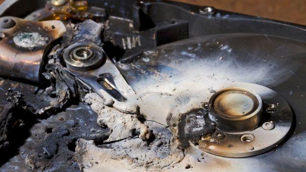 hard drive destrozado