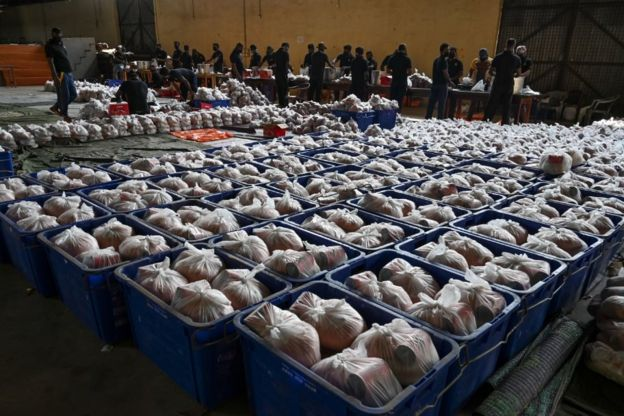 Sri Lankas Civil Defence Force personnel prepare packages of dry rations of food and commodities during a government-imposed nationwide lockdown as a preventive measure against the COVID-19 coronavirus, at a warehouse near Colombo on March 25, 2020.