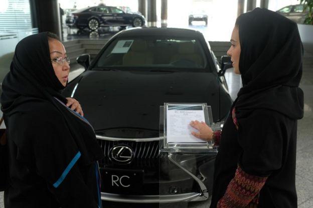 احتفلت النساء السعوديات بتنفيذ قرار السماح بقيادة السيارة بأنفسهن في يونيو/حزيران 2018