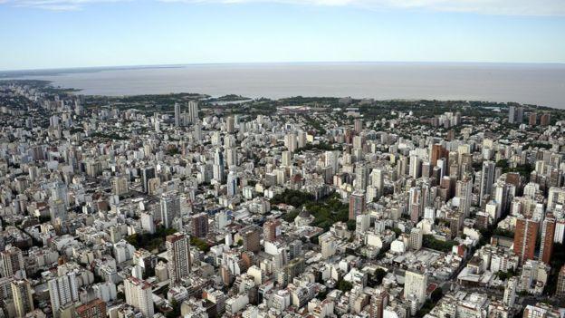Buenos Aires foi formada às margens do Rio da Prata, que mais tarde deu origem ao nome da Argentina.