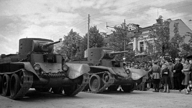Советский военный парад в Кишиневе (июль 1940 года)