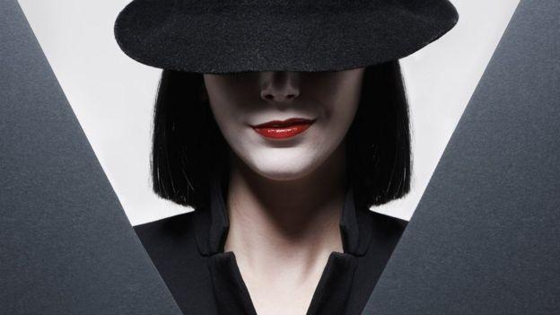 mujer espía
