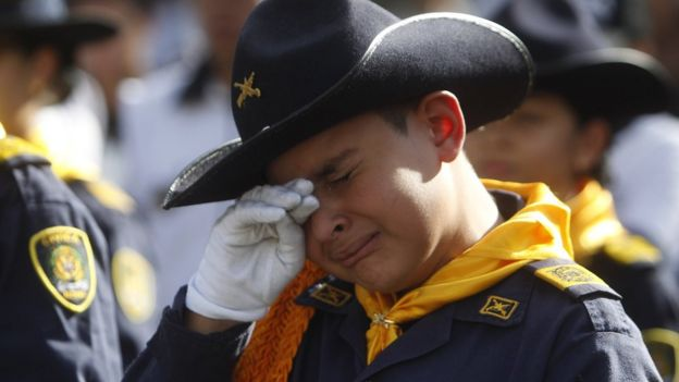 Policía llora