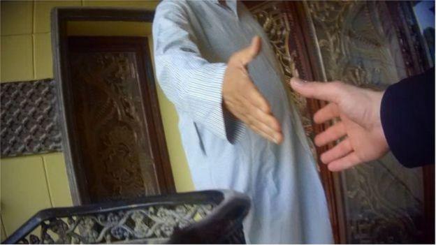 গোপন অনুসন্ধানের সময় গৃহকর্মী বিক্রেতাদের সঙ্গে আলাপ রেকর্ড করেছে বিবিসির টিম