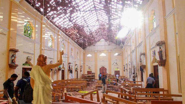 நீர்கொழும்புவிலுள்ள செபாஸ்டியன் தேவாலயத்தில் குண்டுவெடிப்பால் ஏற்பட்ட சேதம்
