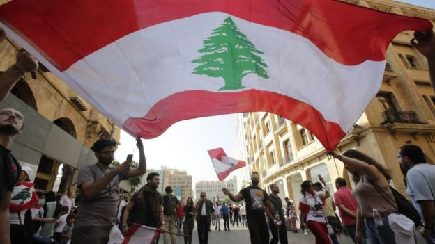 Налог на WhatsApp вылился в протесты в Ливане