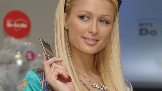 Paris Hilton promocionó el Razr original cuando Motorola lo lanzó al mercado hace 15 años.