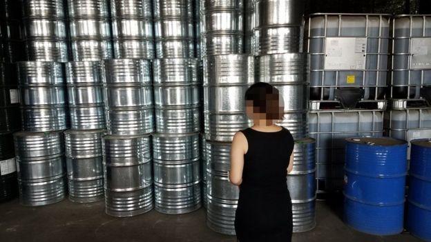 Thùng hóa chất chứa CFC-11 ở một nhà máy ở Trung Quốc mà các nhà điều tra phát hiện