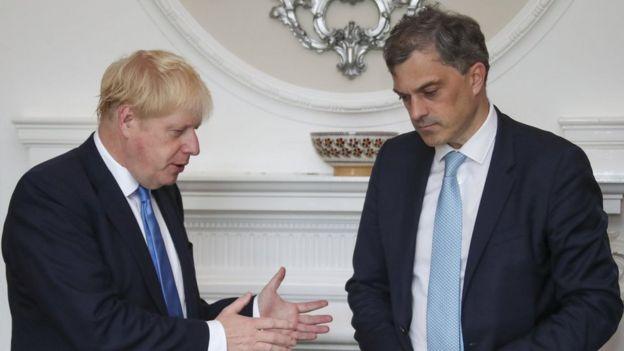 Başbakan Boris Johnson ve eski NI Sekreteri Julian Smith