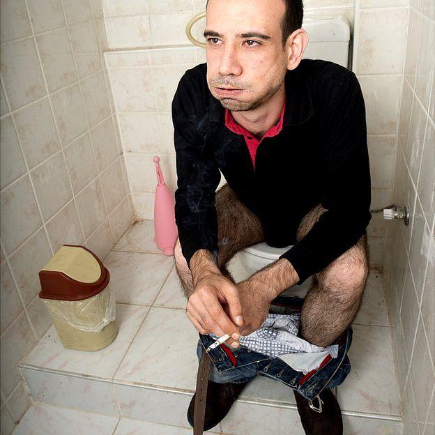 Hombre en baño