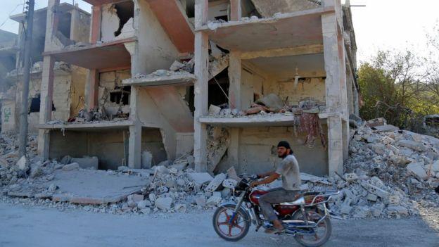 Разбомбленное здание в Идлибе