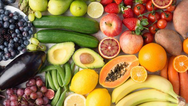 Comer frutas poderia evitar 1 em cada 7 mortes por doença cardiovascular, dizem cientistas
