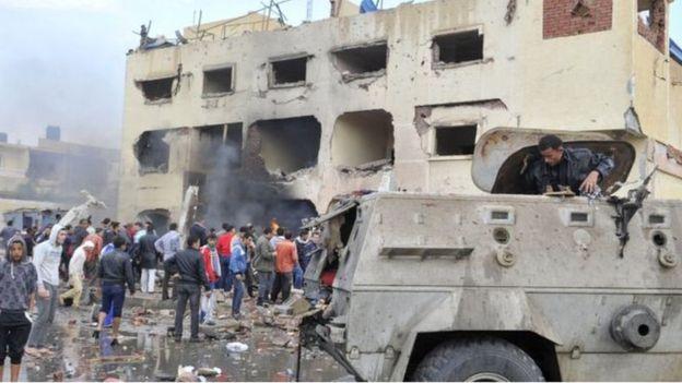 دراسة إسرائيلية: على مصر الانتقال من «مكافحة الإرهاب» لـ«مواجهة التمرد» _97778037__89671156_arish_blast_april_2015_get2