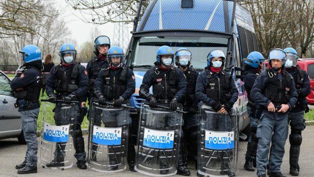 تشدید تدابیر امنیتی برای مقابله با شورش در زندانهای ایتالیا