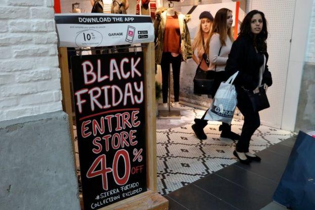 Avrupa çapında Black Friday çılgınlığı yayılıyor