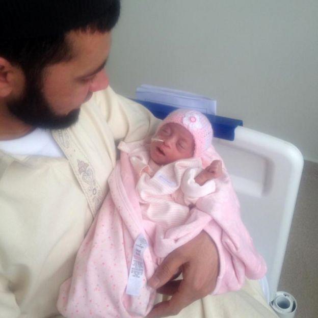 Saqib e a filha Inara