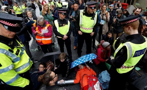 Manifestantes em abril