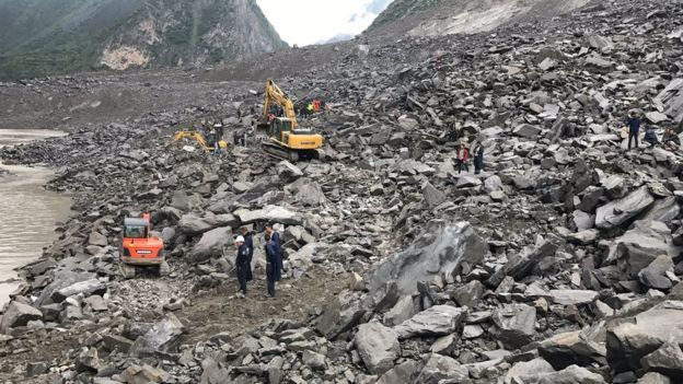 A huge landslide has buried more than 100 villagers in Sichuan, southwest China, 24 June 2017