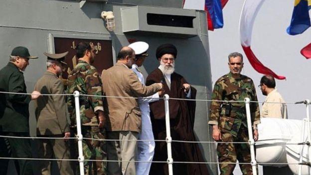 بازدید ۱۱ سال قبل آیتالله خامنهای از ناوچه جماران