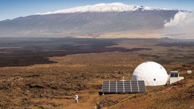 El exterior del hábitat de HI-SEAS en la ladera norte de Mauna Loa en Hawáii.