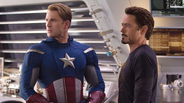 Chris Evans sebagai Captain America and Robert Downey Jr