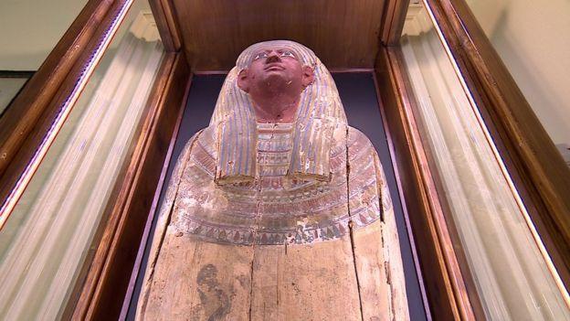 momia.