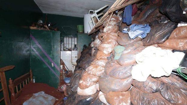 Terra retirada por presidiários durante escavação do túnel usado em fuga
