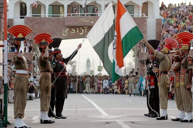 Flag lowering ceremony at Wagah border between India and Pakistan