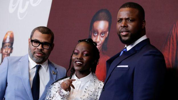 De izquierda a derecha: Jordan Peele, Lupita Nyong'o y Winston Duke