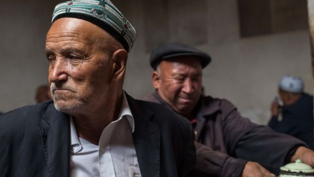 Özerk Sincan bölgesinde yaşayan iki Uygur
