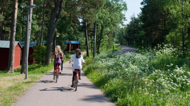 Nova legislação vai permitir que os finlandeses terminem de trabalhar mais cedo, podendo aproveitar o dia ainda claro para se exercitar ao ar livre, por exemplo