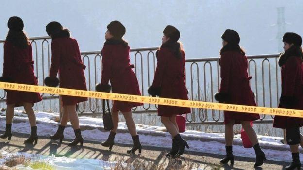 وصل المشجعون الكوريون الشماليون إلى أماكن إقامتهم بالقرب من بيونغ تشانغ