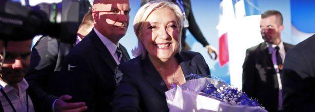 Marine Le Pen celebra los resultados de las elecciones del 23 de abril.