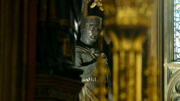 Image captionСтатуя Уильяма Маршала в здании британского парламента. Он сыграл важную роль в становлении английской демократии хотя бы тем, что, будучи регентом при малолетнем короле Генрихе III, восстановил в правах Великую хартию вольностей