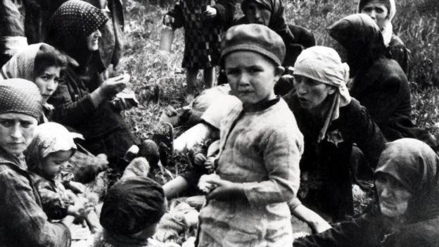 Uma judia húngara com seus familiares em Auschwitz