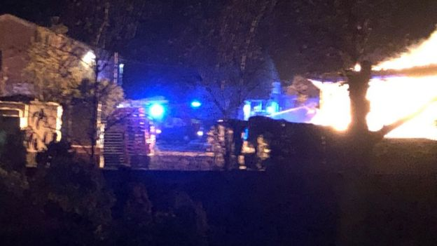 Firefighters tackle 'horrendous' Kensworth barn fire - BBC News