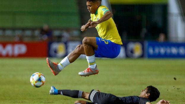 Gabriel Veron leaps a tackle