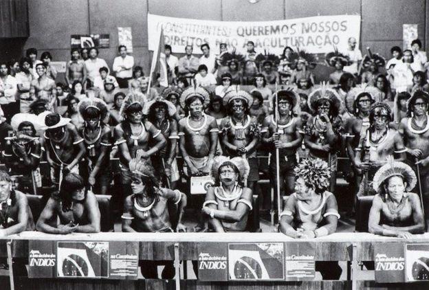 Raoni e kayapós em Brasília
