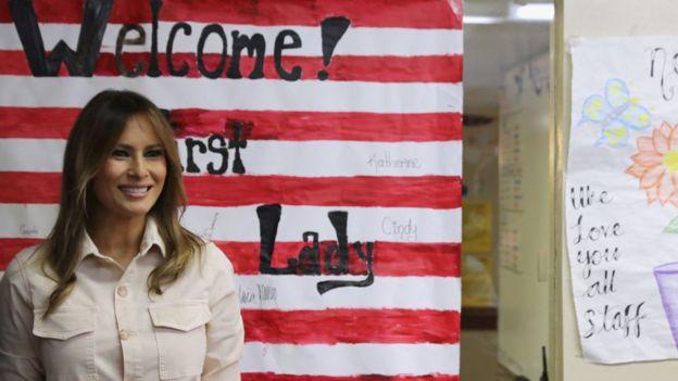 La primera dama estadounidense, Melania Trump, hizo una visita sorpresa este jueves a un centro de detención para niños migrantes.