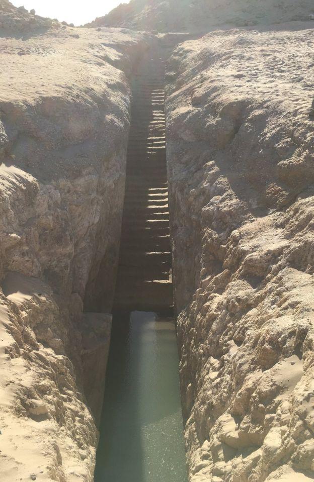 Stairway              to Nastasen's tomb