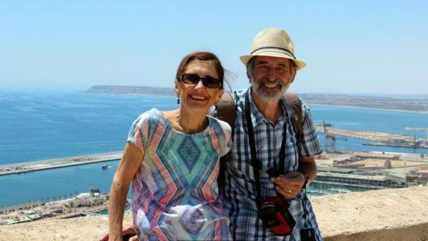 استغرقت رحلة الزوجين برو وستيف رايت حول العالم نحو عامين