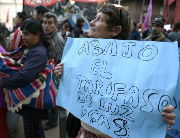 Protestas contra el aumento de las tarifas de servicios públicos en Argentina