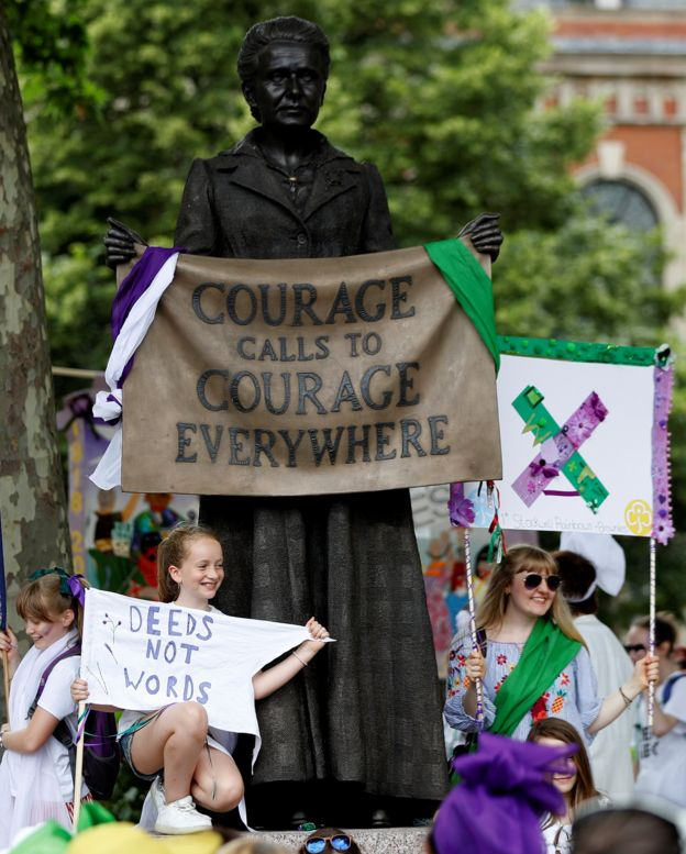 تظاهرات صدمین سال حق رای زنان در لندن